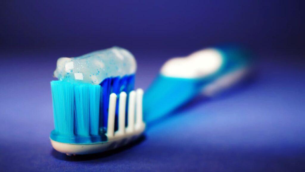 desinfectar el cepillo de dientes, desinfectar el cepillo de dientes con luz UVC, cepillo de dientes de Oclean, por qué es importante desinfectar el cepillo de dientes, ventajas del esterilizador Oclean